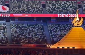 Ολυμπιακοί Αγώνες: Ξεκίνησαν με μια λιτή αλλά γεμάτη συναίσθημα τελετή έναρξης (βίντεο, φωτο)