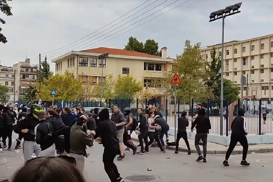 Σταυρούπολη: Επίθεση με σουγιά, κοντάρια και πυρσούς σε φοιτητές (φωτο, βίντεο)